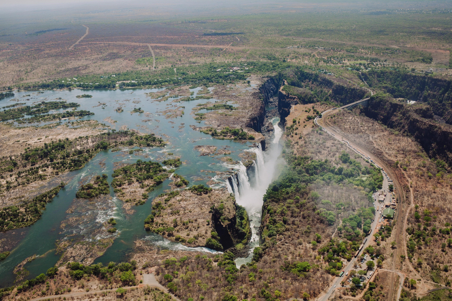 travel_photographer_wanderlust_victoria_falls_zimbabwe_destinati